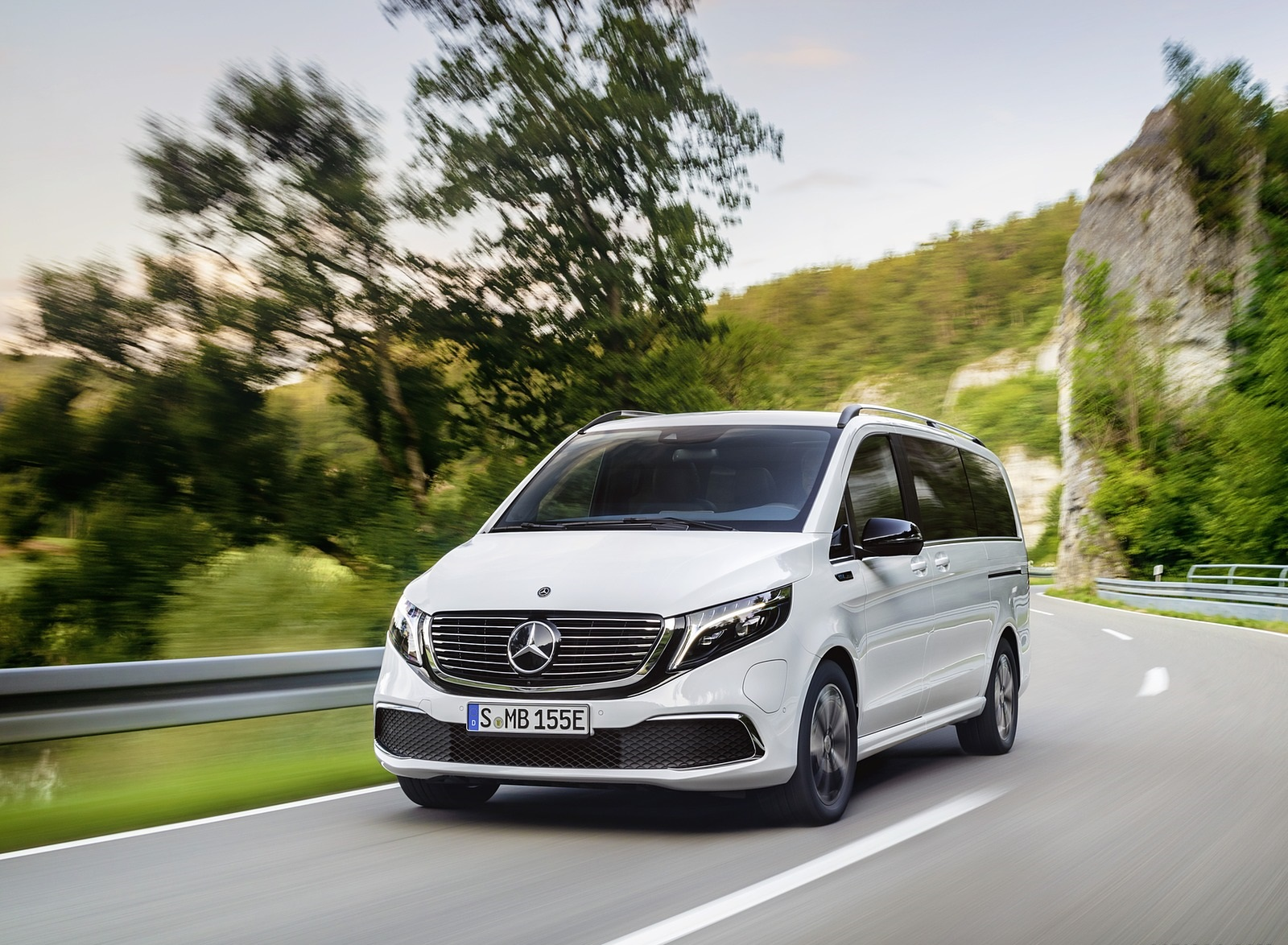 2020 Mercedes-Benz EQV 300 (Color: Mountain Crystal White Metallic) Front Wallpapers (7)