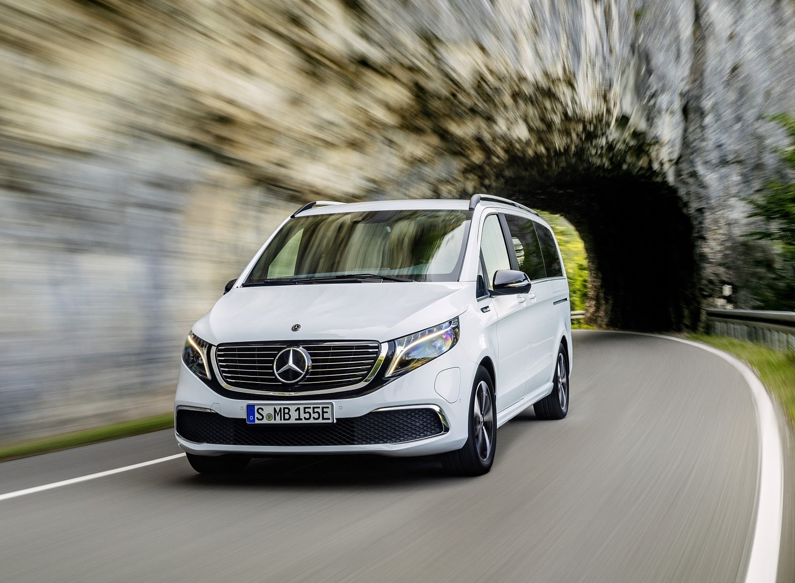 2020 Mercedes-Benz EQV 300 (Color: Mountain Crystal White Metallic) Front Wallpapers (8)