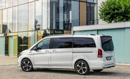 2020 Mercedes-Benz EQV 300 (Color:Mountain Crystal White Metallic) Rear Three-Quarter Wallpapers 450x275 (25)