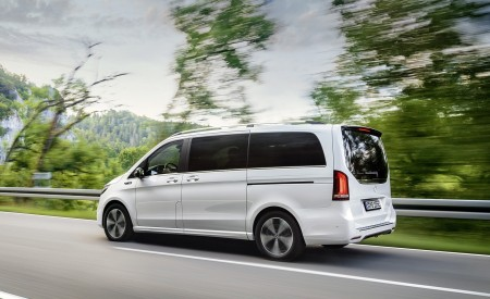 2020 Mercedes-Benz EQV 300 (Color: Mountain Crystal White Metallic) Rear Three-Quarter Wallpapers 450x275 (9)