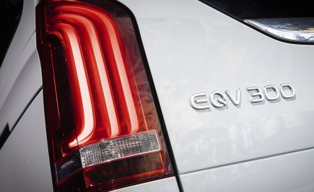 2020 Mercedes-Benz EQV 300 (Color:Mountain Crystal White Metallic) Tail Light Wallpapers 450x275 (26)