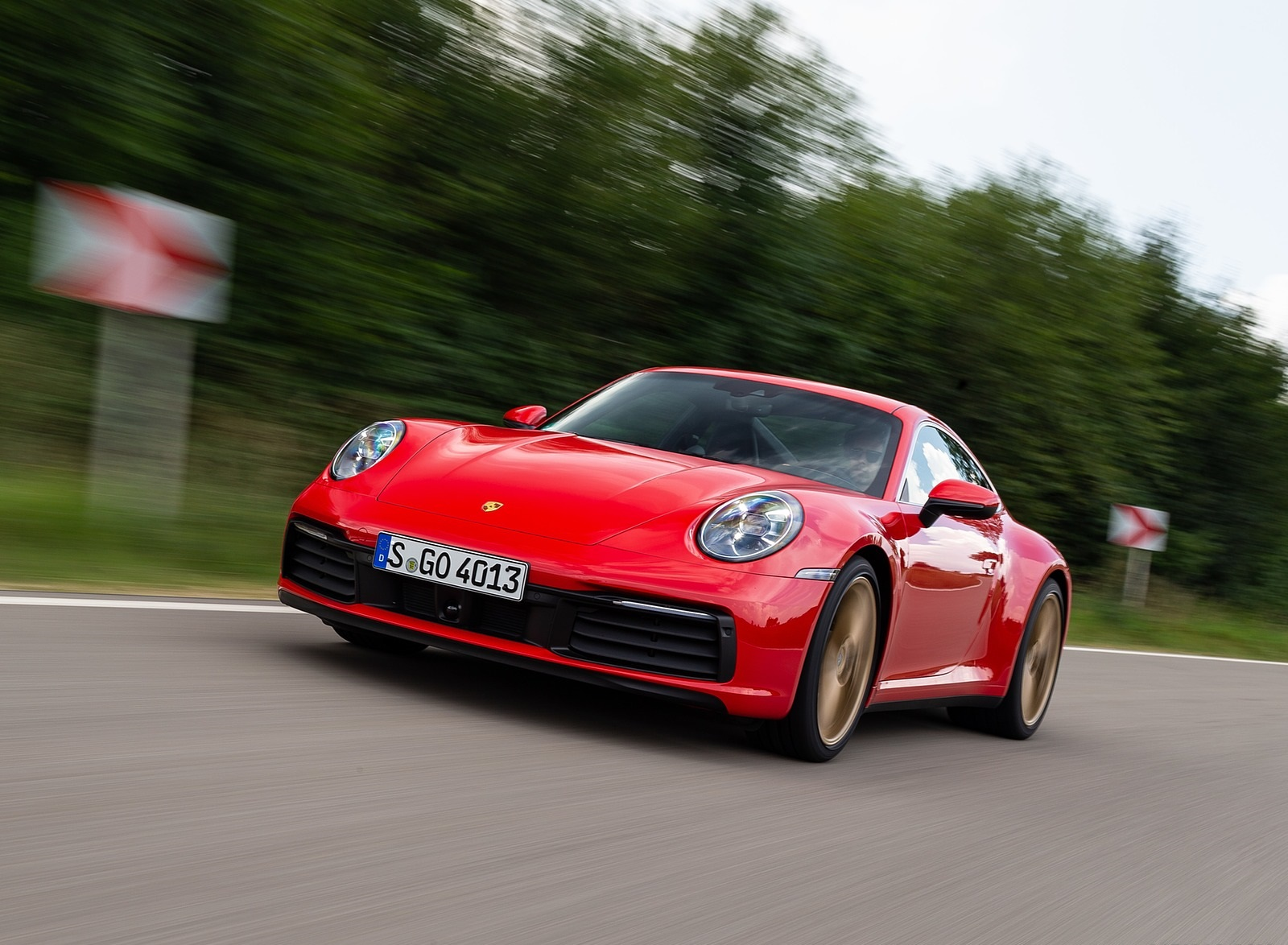 2020 Porsche 911 Carrera Coupe (Color: Guards Red) Front Three-Quarter Wallpapers (14)