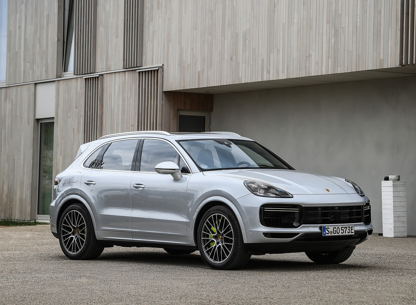 2020 Porsche Cayenne Turbo S E-Hybrid Front Three-Quarter Wallpapers (14)