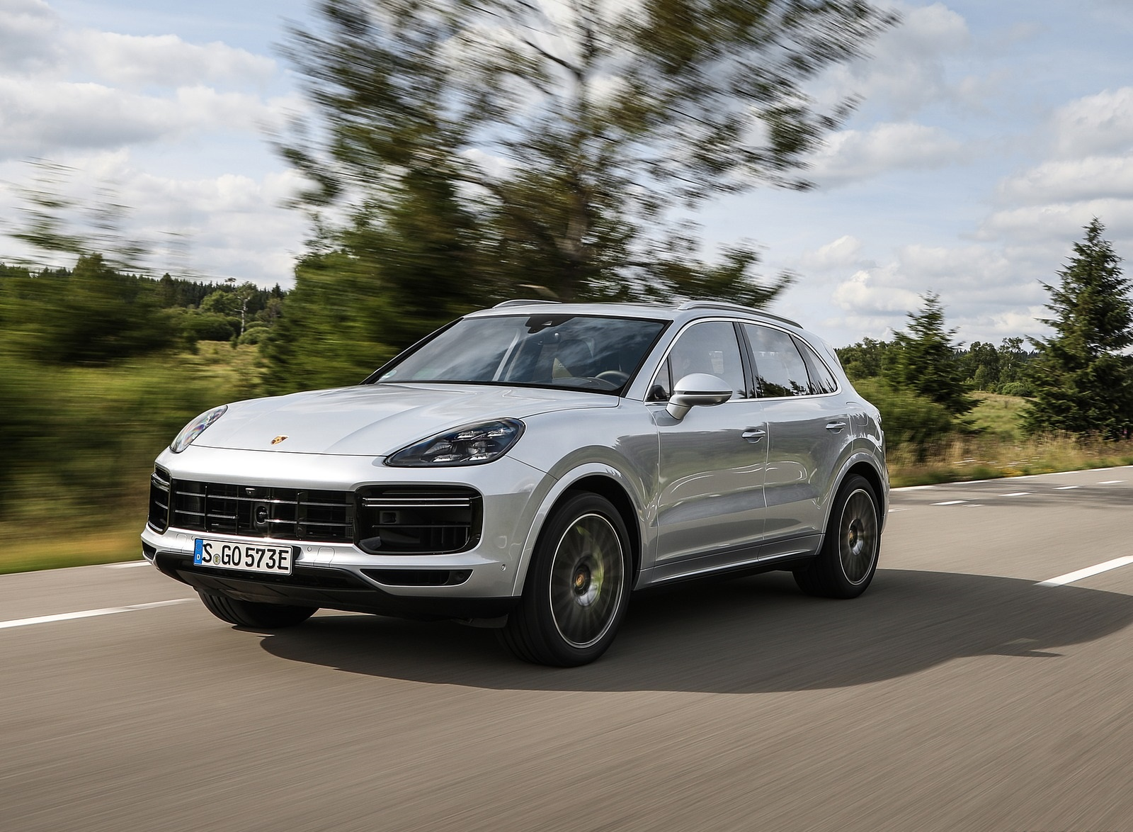 2020 Porsche Cayenne Turbo S E-Hybrid Front Three-Quarter Wallpapers (2)