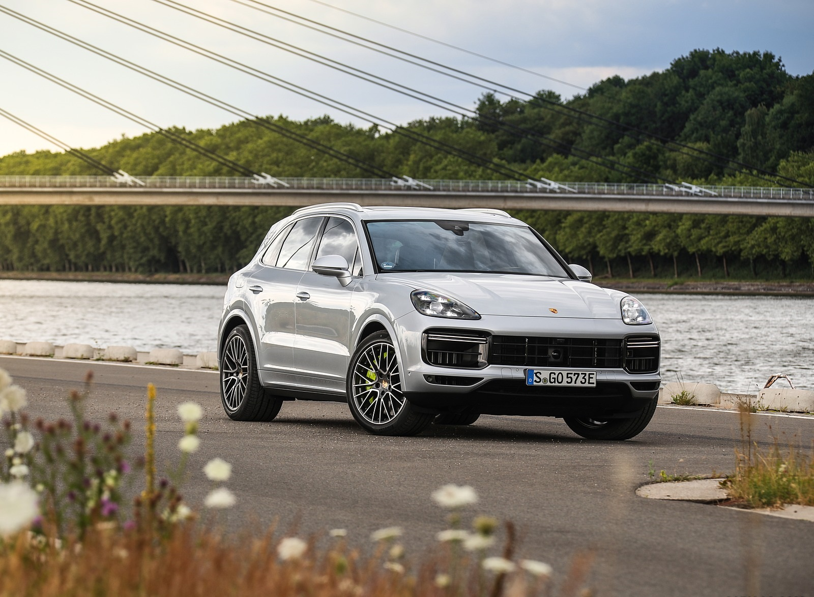 2020 Porsche Cayenne Turbo S E-Hybrid Front Three-Quarter Wallpapers (15)