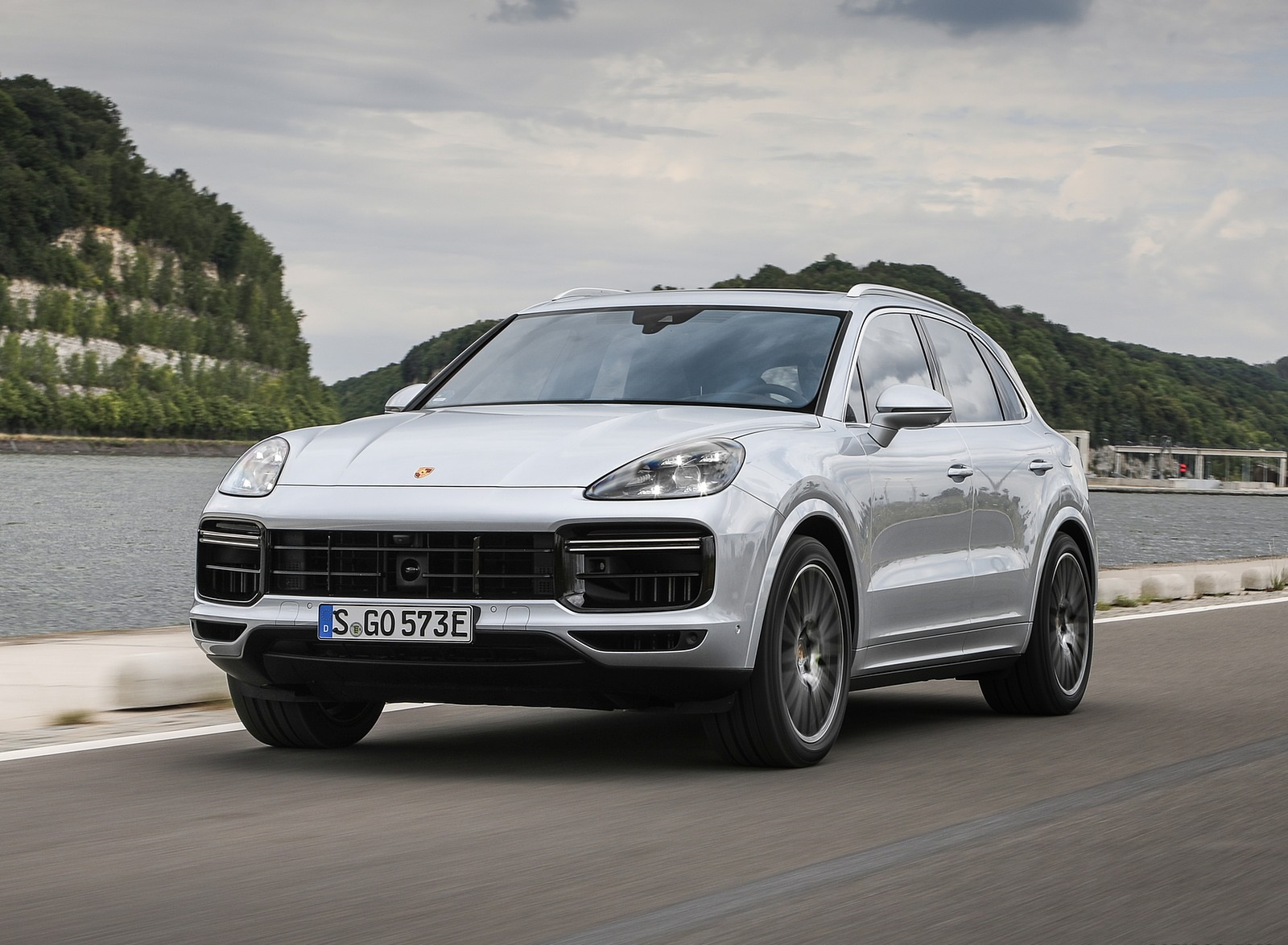 2020 Porsche Cayenne Turbo S E-Hybrid Front Three-Quarter Wallpapers (3)