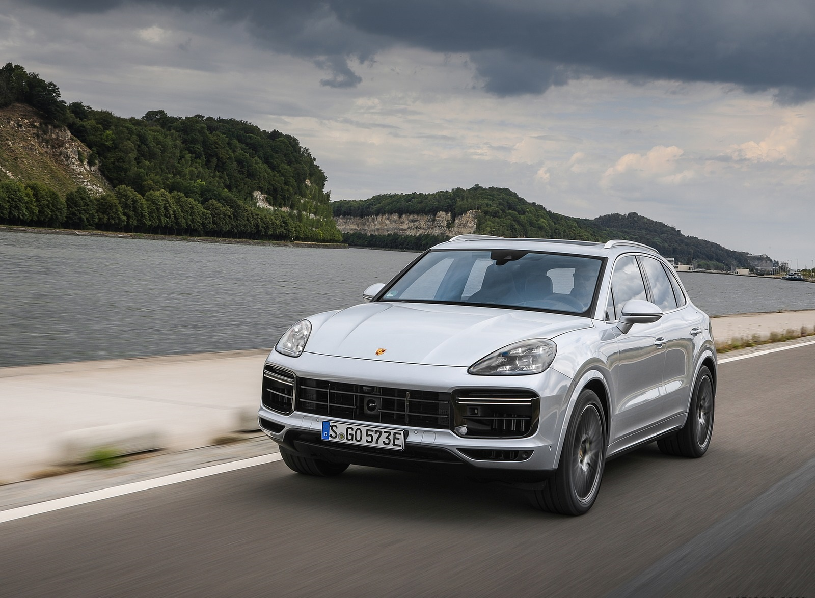 2020 Porsche Cayenne Turbo S E-Hybrid Front Wallpapers (4)