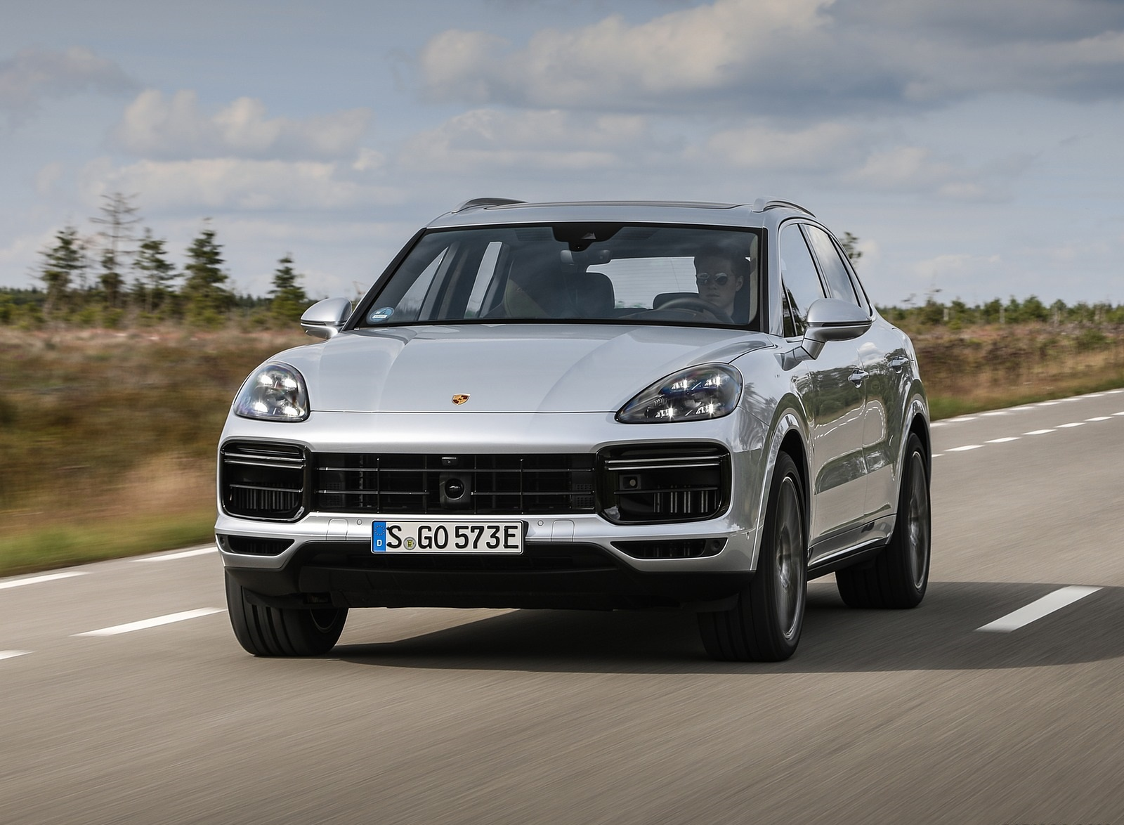 2020 Porsche Cayenne Turbo S E-Hybrid Front Wallpapers (1)