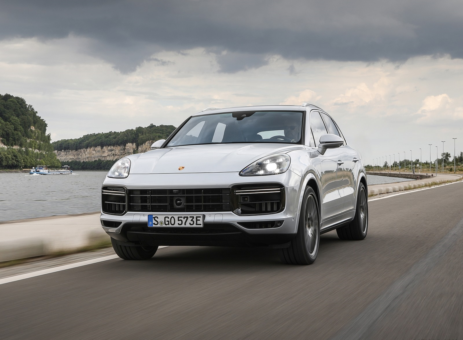 2020 Porsche Cayenne Turbo S E-Hybrid Front Wallpapers (5)