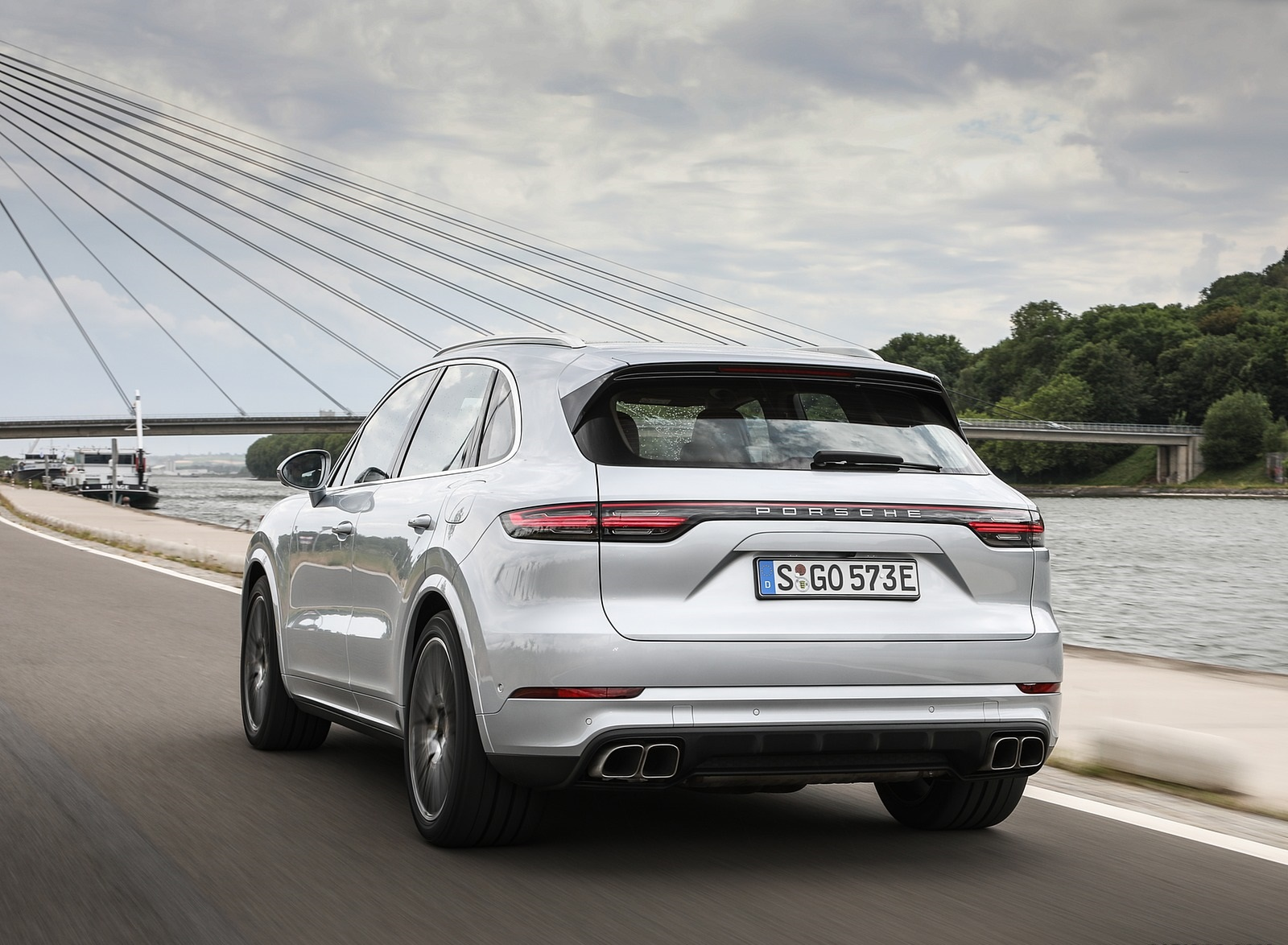 2020 Porsche Cayenne Turbo S E-Hybrid Rear Three-Quarter Wallpapers (8)