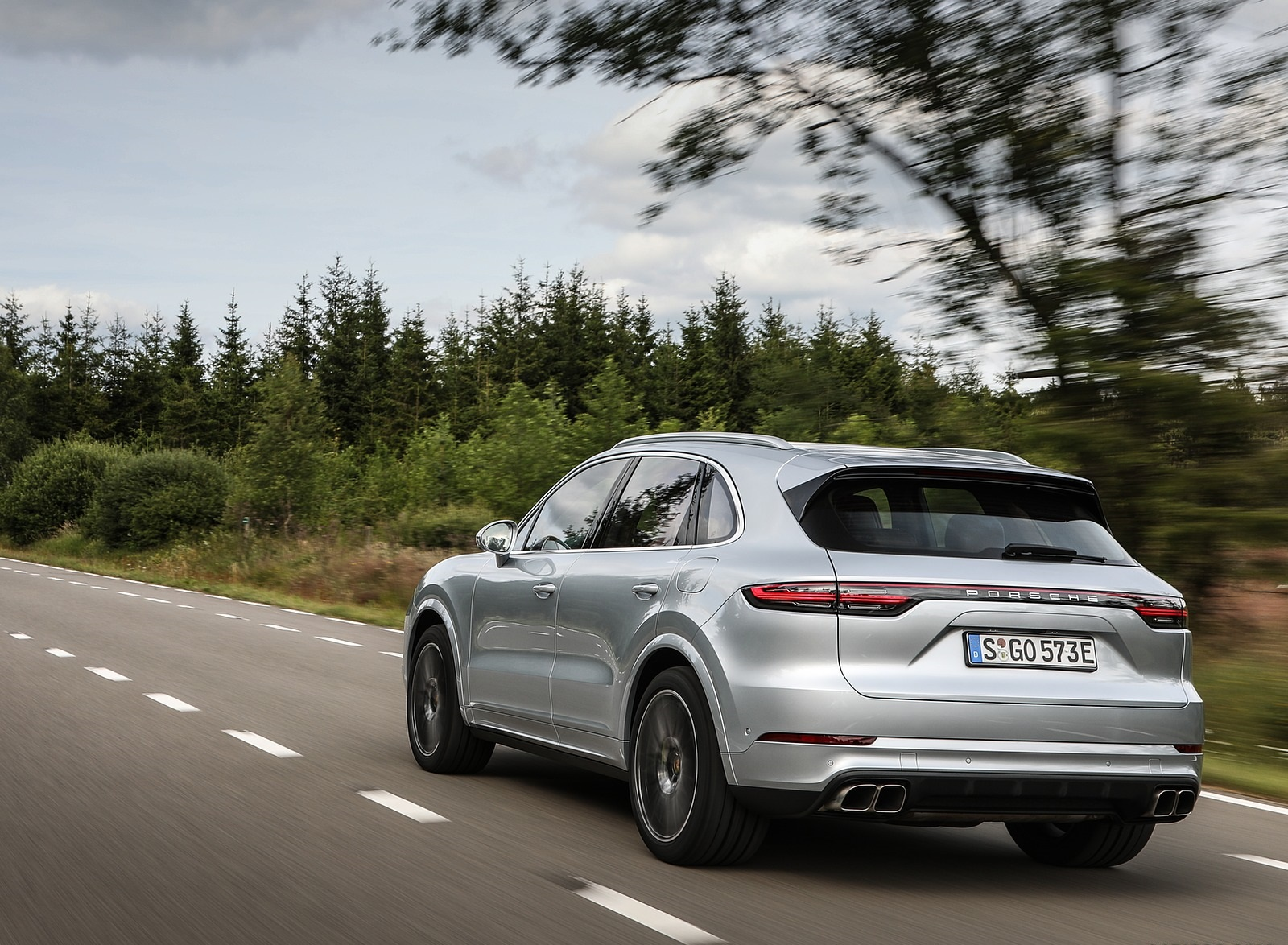 2020 Porsche Cayenne Turbo S E-Hybrid Rear Three-Quarter Wallpapers (9)