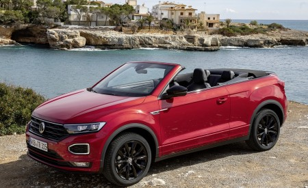 2020 Volkswagen T-Roc Cabriolet Front Three-Quarter Wallpapers 450x275 (109)