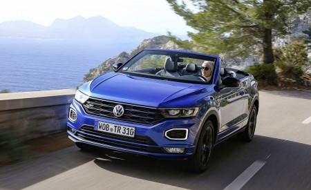 2020 Volkswagen T-Roc Cabriolet Front Three-Quarter Wallpapers 450x275 (2)