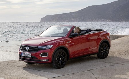 2020 Volkswagen T-Roc Cabriolet Front Three-Quarter Wallpapers 450x275 (126)