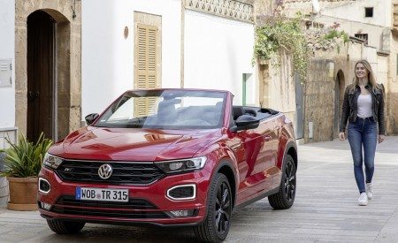 2020 Volkswagen T-Roc Cabriolet Front Three-Quarter Wallpapers 450x275 (115)