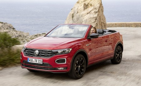 2020 Volkswagen T-Roc Cabriolet Front Three-Quarter Wallpapers 450x275 (92)
