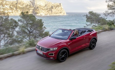 2020 Volkswagen T-Roc Cabriolet Front Three-Quarter Wallpapers 450x275 (83)