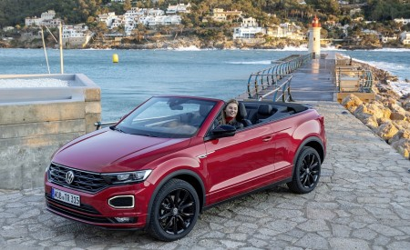 2020 Volkswagen T-Roc Cabriolet Front Three-Quarter Wallpapers 450x275 (101)