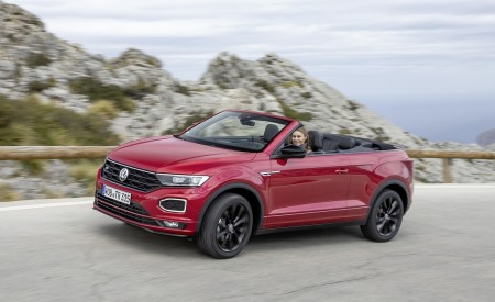 2020 Volkswagen T-Roc Cabriolet Front Three-Quarter Wallpapers 450x275 (93)