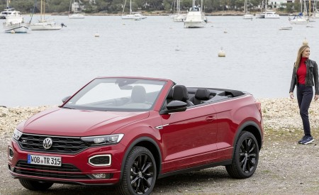 2020 Volkswagen T-Roc Cabriolet Front Three-Quarter Wallpapers 450x275 (128)