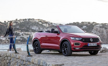 2020 Volkswagen T-Roc Cabriolet Front Three-Quarter Wallpapers 450x275 (102)