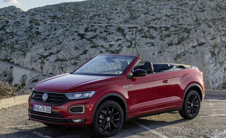2020 Volkswagen T-Roc Cabriolet Front Three-Quarter Wallpapers 450x275 (104)