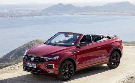 2020 Volkswagen T-Roc Cabriolet Front Three-Quarter Wallpapers 450x275 (105)