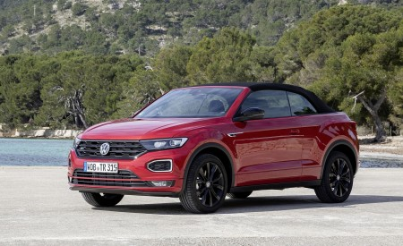 2020 Volkswagen T-Roc Cabriolet Front Three-Quarter Wallpapers 450x275 (133)