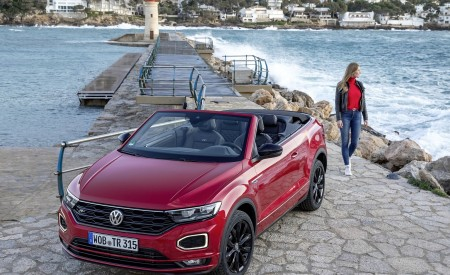 2020 Volkswagen T-Roc Cabriolet Front Three-Quarter Wallpapers 450x275 (120)