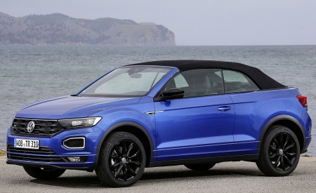 2020 Volkswagen T-Roc Cabriolet Front Three-Quarter Wallpapers 450x275 (54)