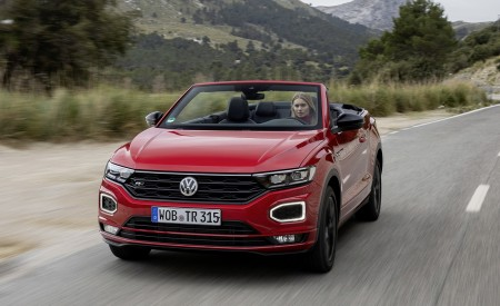 2020 Volkswagen T-Roc Cabriolet Front Wallpapers 450x275 (88)
