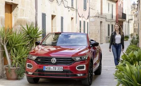 2020 Volkswagen T-Roc Cabriolet Front Wallpapers 450x275 (122)