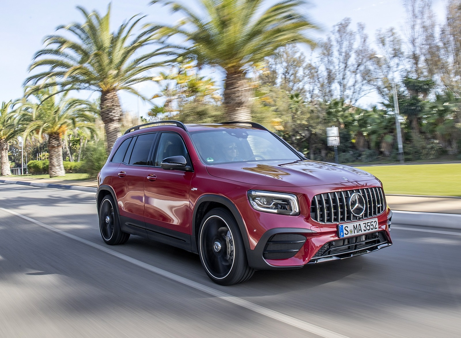 2021 Mercedes-AMG GLB 35 4MATIC (Color: Designo Patagonia Red Metallic) Front Three-Quarter Wallpapers (2)
