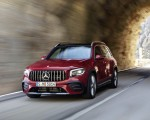 2021 Mercedes-AMG GLB 35 4MATIC (Color: Designo Patagonia Red Metallic) Front Three-Quarter Wallpapers 150x120 (2)