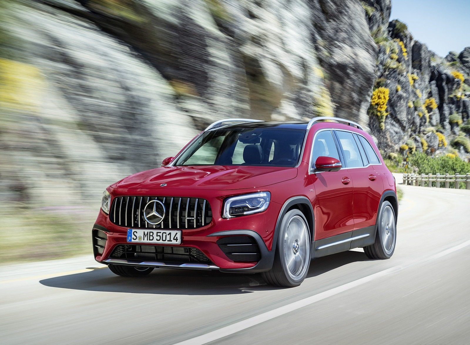 2021 Mercedes-AMG GLB 35 4MATIC (Color: Designo Patagonia Red Metallic) Front Three-Quarter Wallpapers (3)