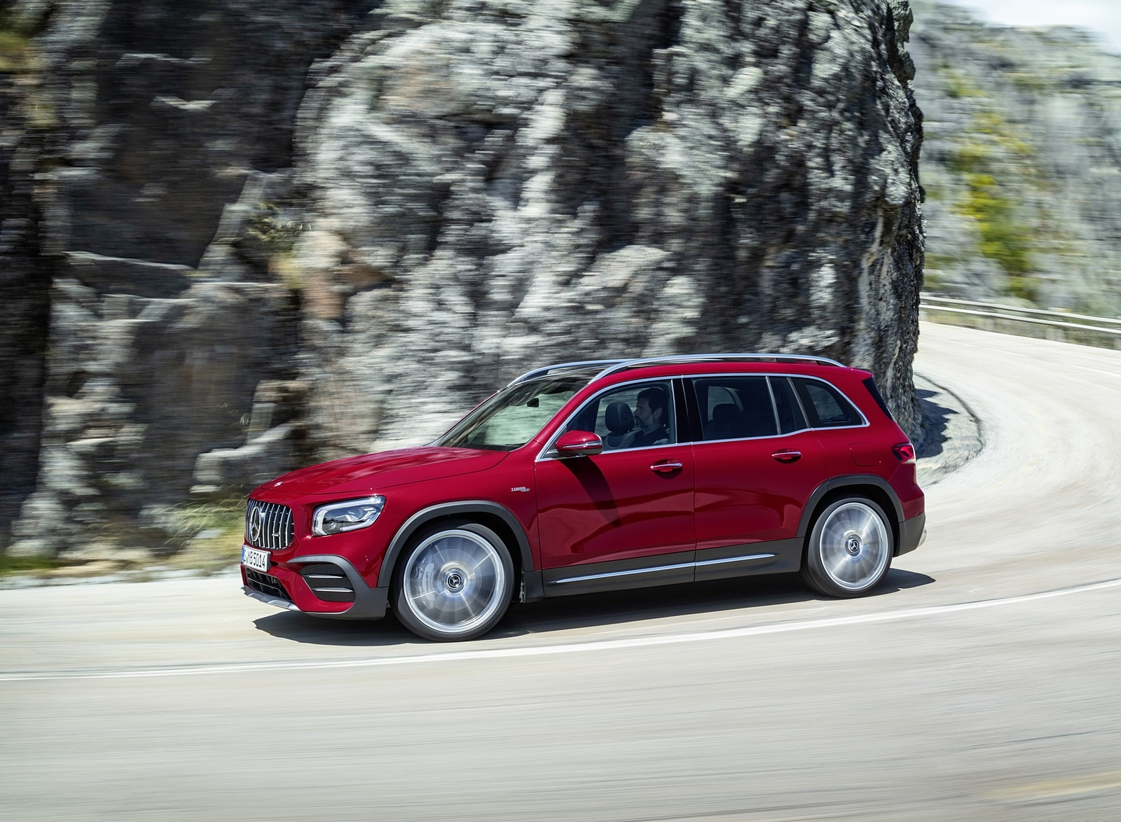 2021 Mercedes-AMG GLB 35 4MATIC (Color: Designo Patagonia Red Metallic) Front Three-Quarter Wallpapers (4)