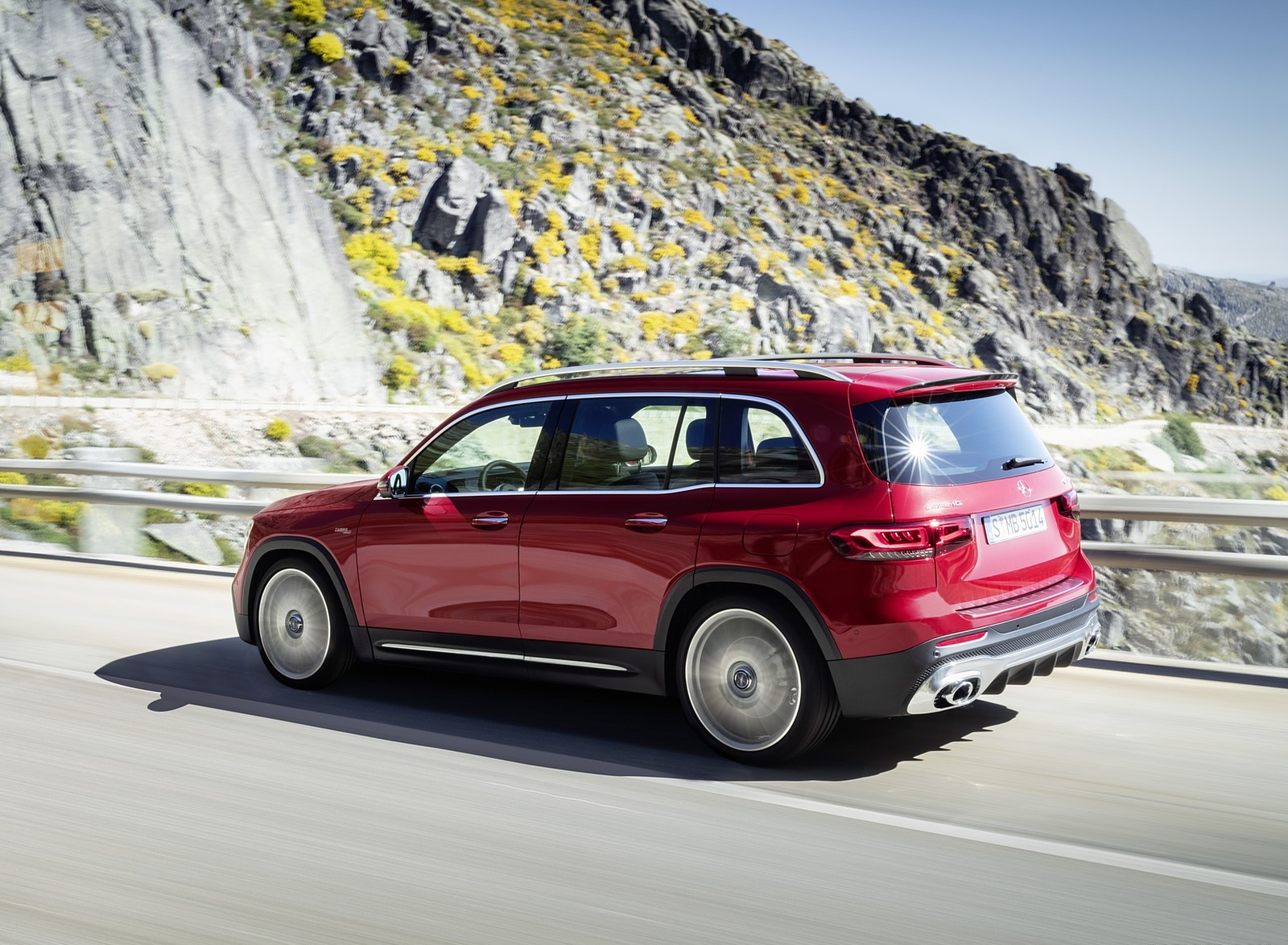 2021 Mercedes-AMG GLB 35 4MATIC (Color: Designo Patagonia Red Metallic) Front Three-Quarter Wallpapers (5)