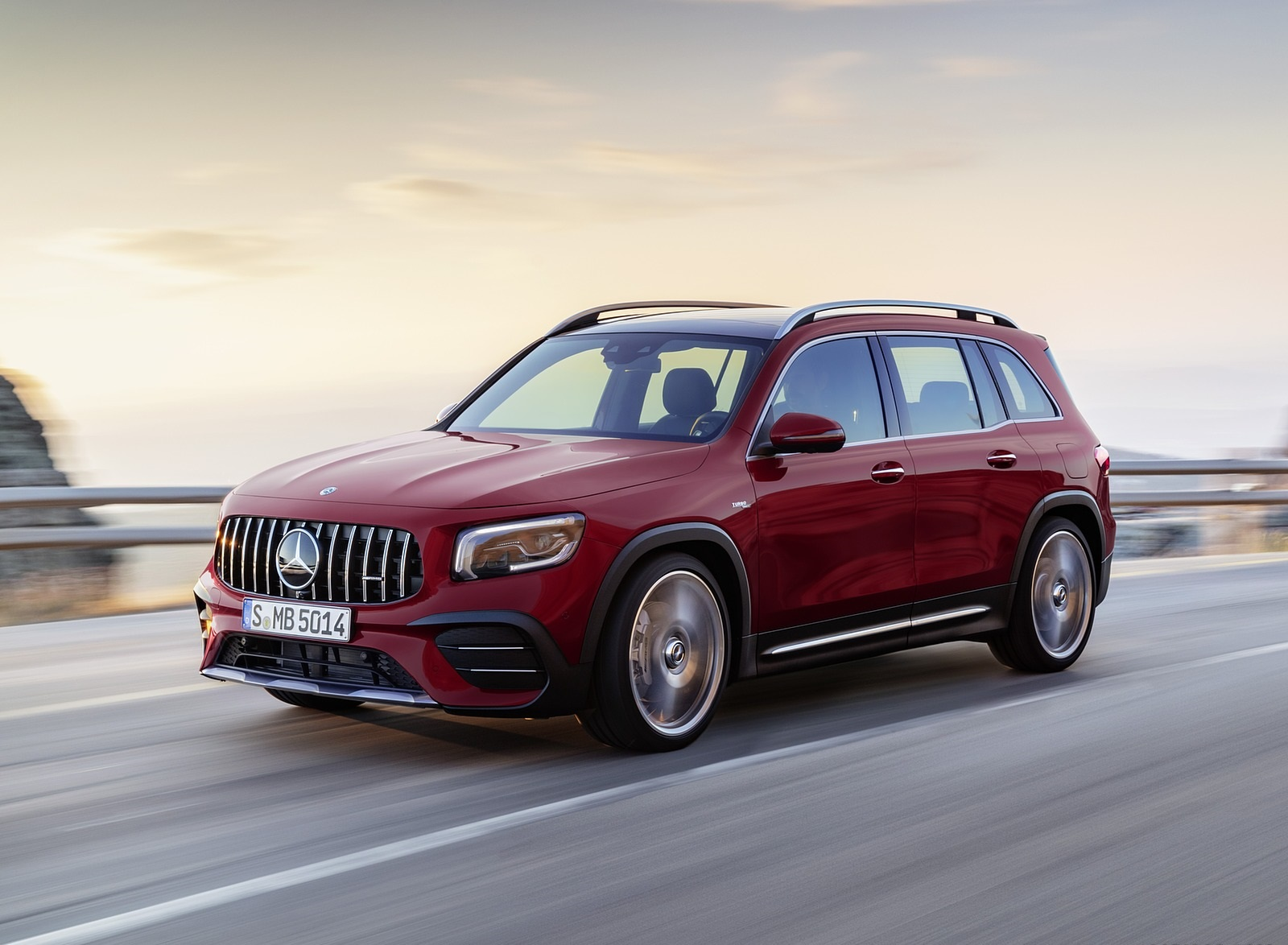 2021 Mercedes-AMG GLB 35 4MATIC (Color: Designo Patagonia Red Metallic) Front Three-Quarter Wallpapers (6)