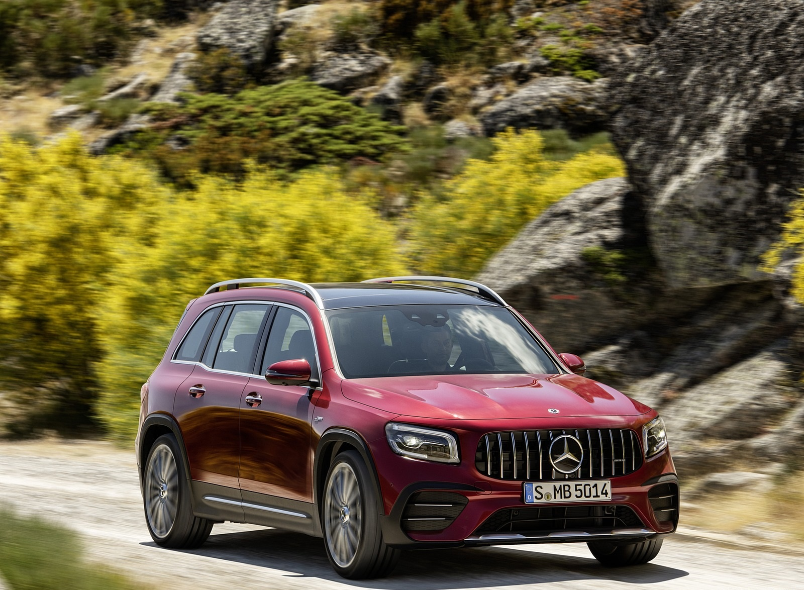 2021 Mercedes-AMG GLB 35 4MATIC (Color: Designo Patagonia Red Metallic) Front Three-Quarter Wallpapers (7)