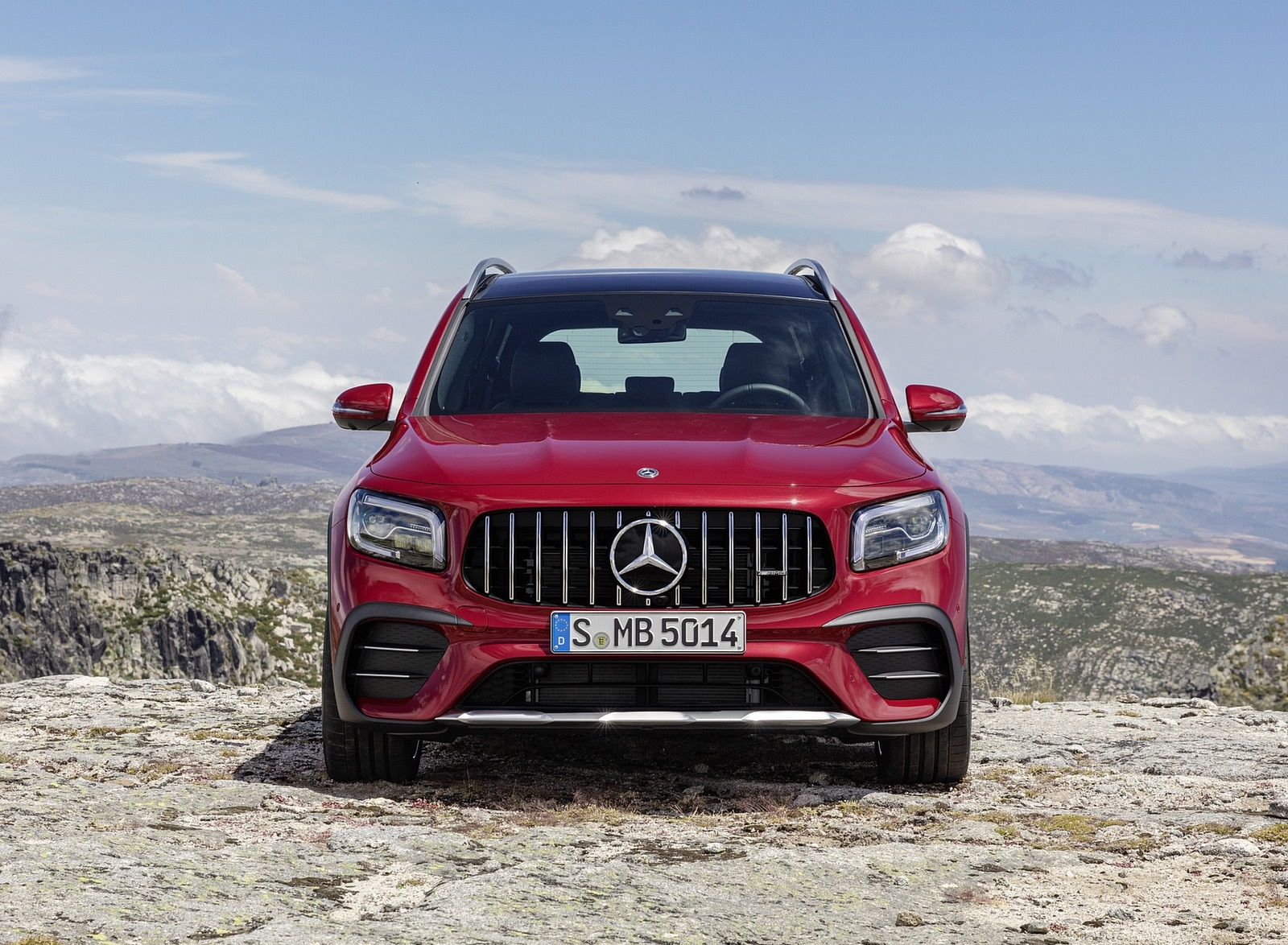2021 Mercedes-AMG GLB 35 4MATIC (Color: Designo Patagonia Red Metallic) Front Wallpapers (15)