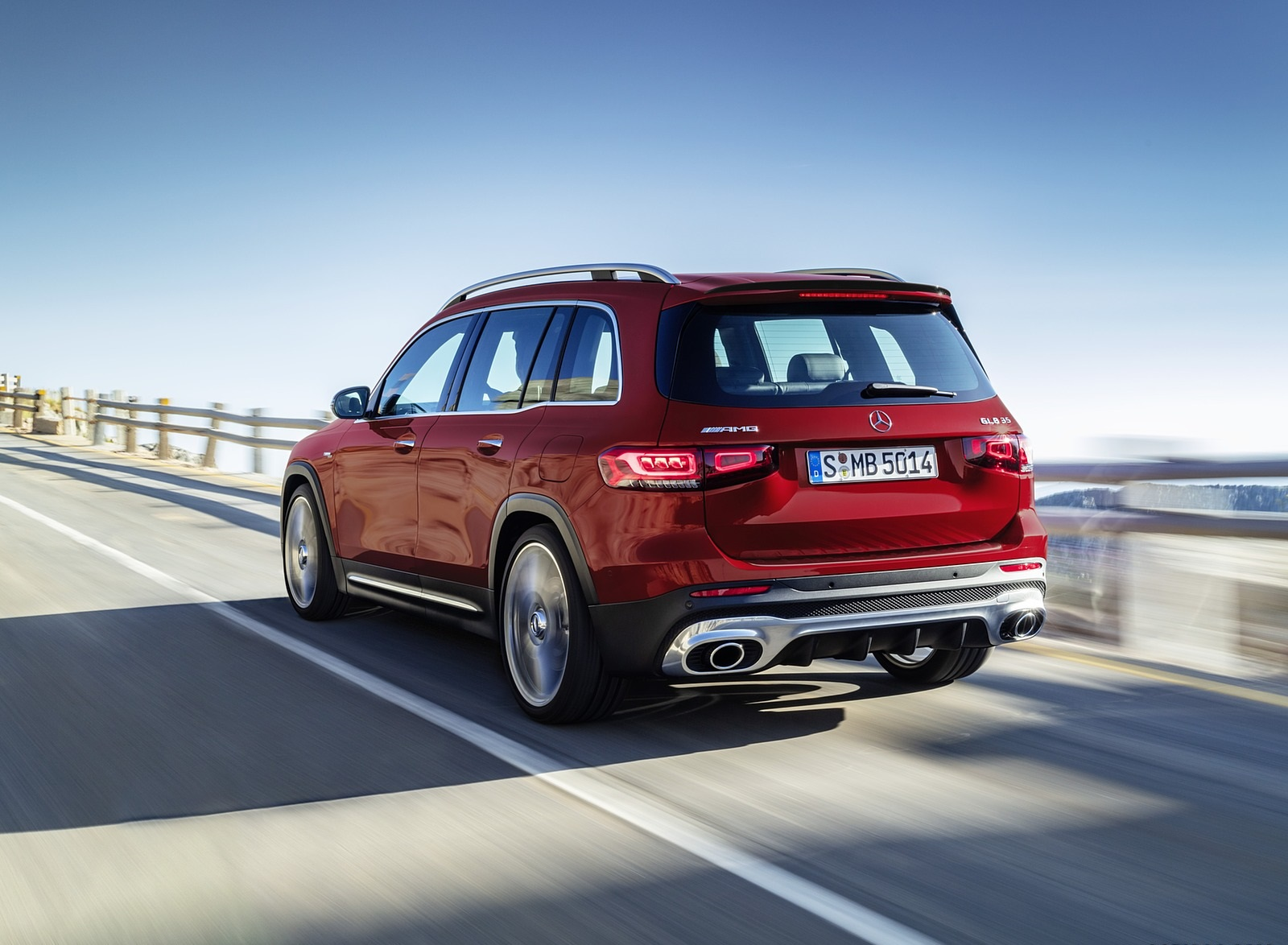 2021 Mercedes-AMG GLB 35 4MATIC (Color: Designo Patagonia Red Metallic) Rear Three-Quarter Wallpapers (8)