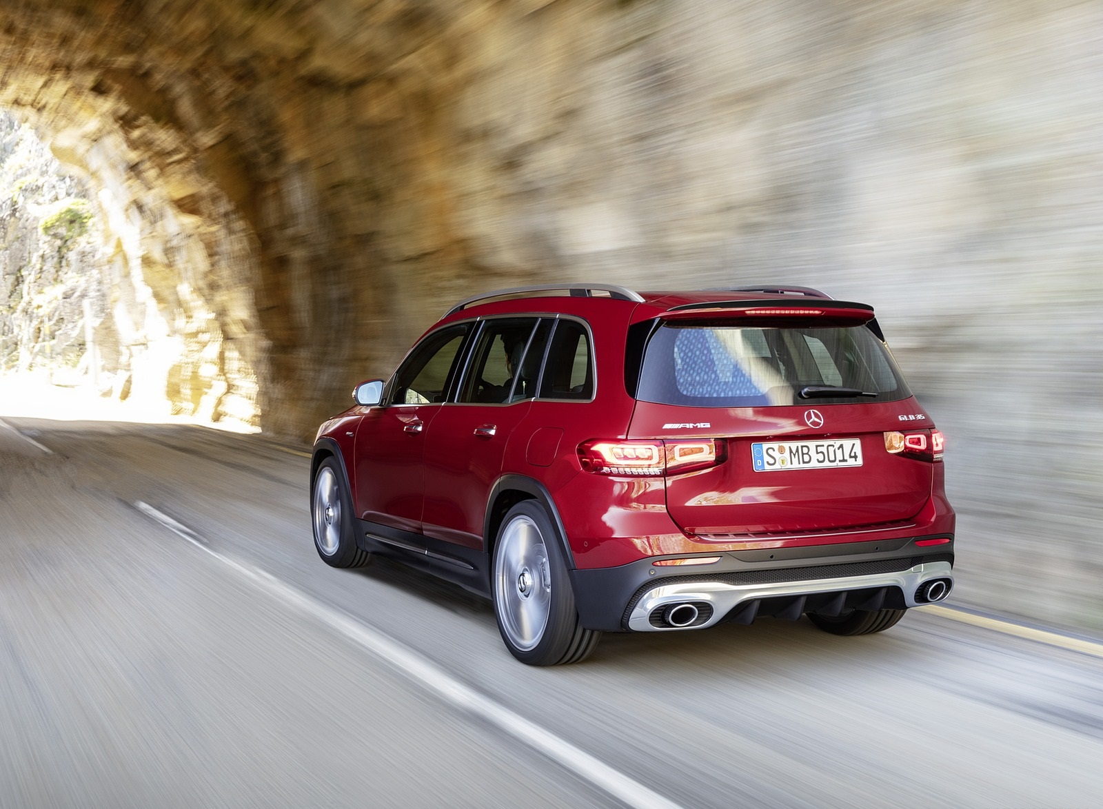 2021 Mercedes-AMG GLB 35 4MATIC (Color: Designo Patagonia Red Metallic) Rear Three-Quarter Wallpapers (9)