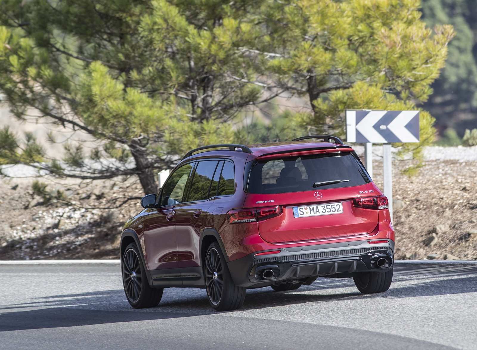 2021 Mercedes-AMG GLB 35 4MATIC (Color: Designo Patagonia Red Metallic) Rear Three-Quarter Wallpapers (7)
