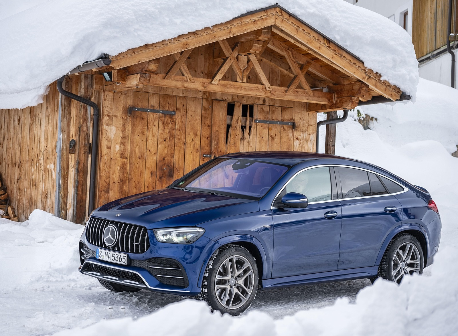 2021 Mercedes-AMG GLE 53 4MATIC Coupe (Color: Brilliant Blue Metallic) Front Three-Quarter Wallpapers (5)