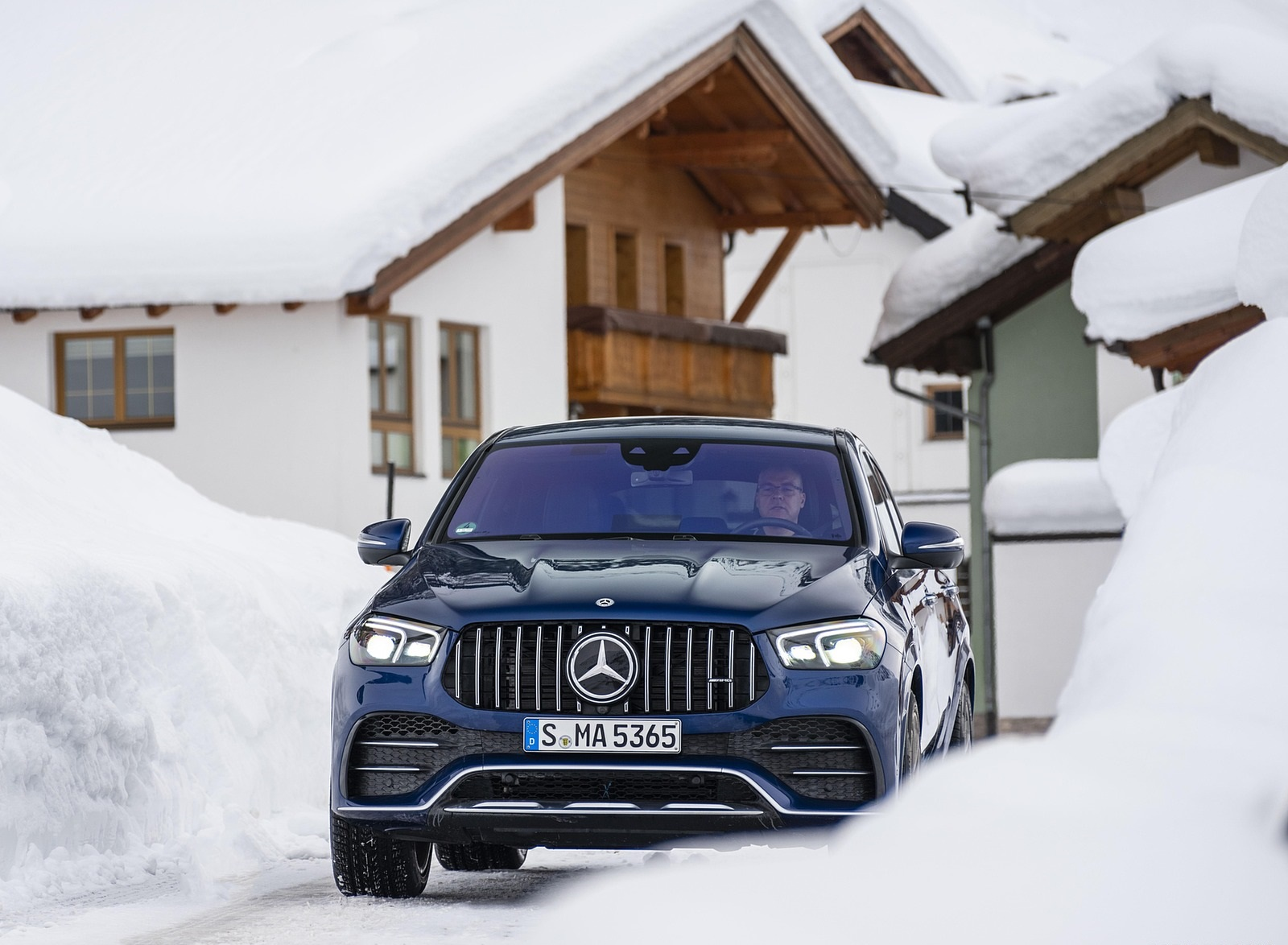 2021 Mercedes-AMG GLE 53 4MATIC Coupe (Color: Brilliant Blue Metallic) Front Wallpapers (7)