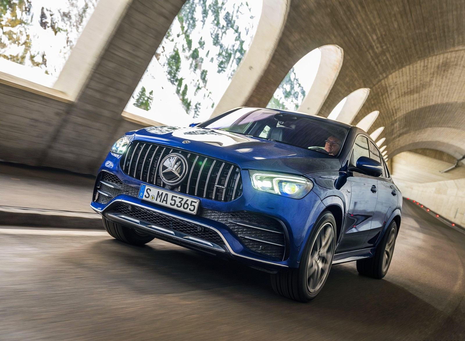 2021 Mercedes-AMG GLE 53 4MATIC Coupe (Color: Brilliant Blue Metallic) Front Wallpapers (3)