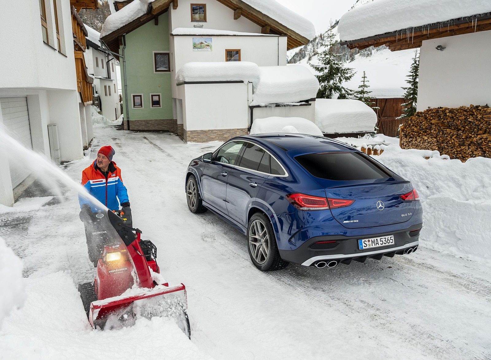2021 Mercedes-AMG GLE 53 4MATIC Coupe (Color: Brilliant Blue Metallic) Rear Three-Quarter Wallpapers (9)