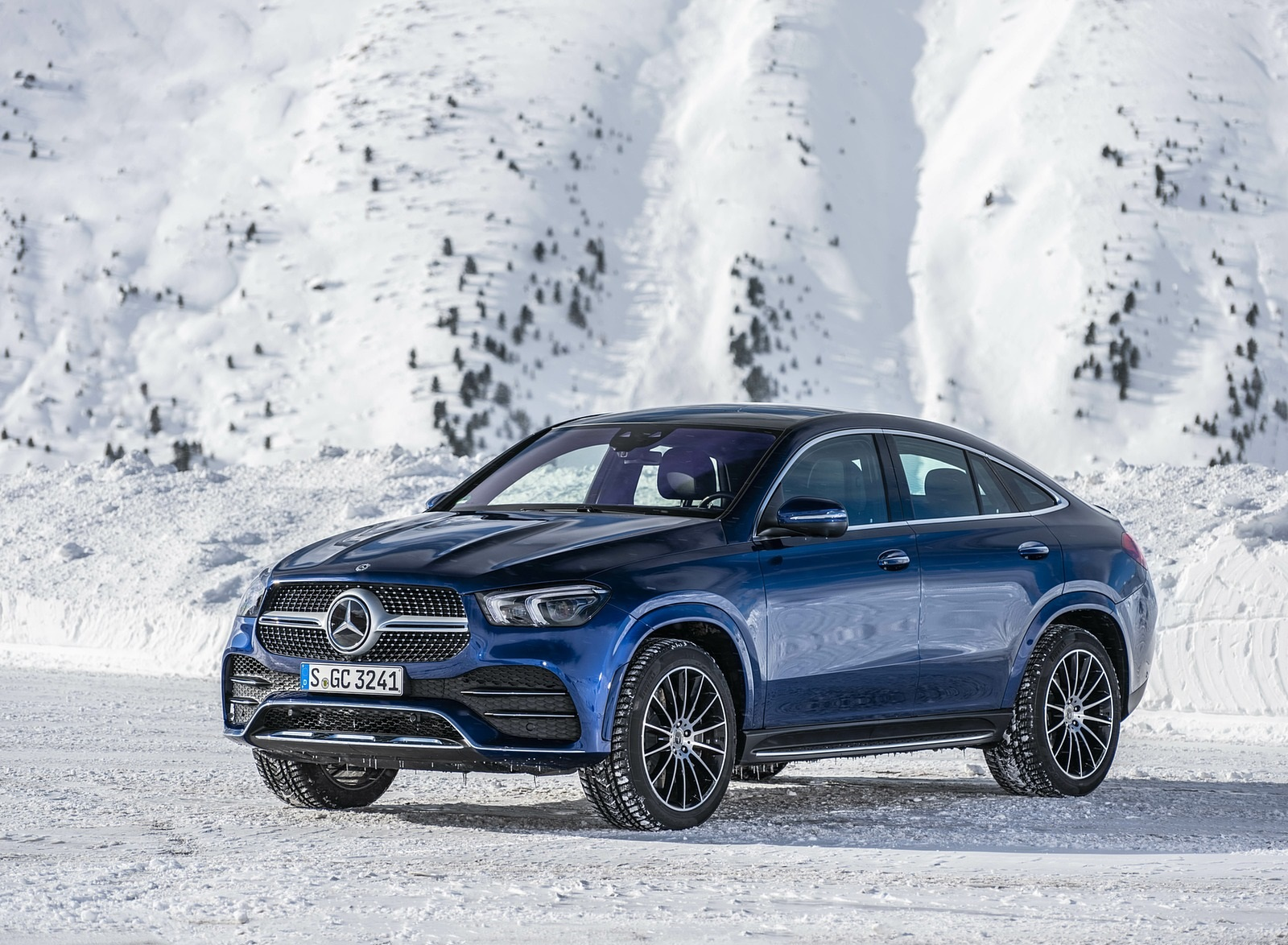 2021 Mercedes-Benz GLE Coupe 400 d 4MATIC Coupe (Color: Brilliant Blue Metallic) Front Three-Quarter Wallpapers (4)