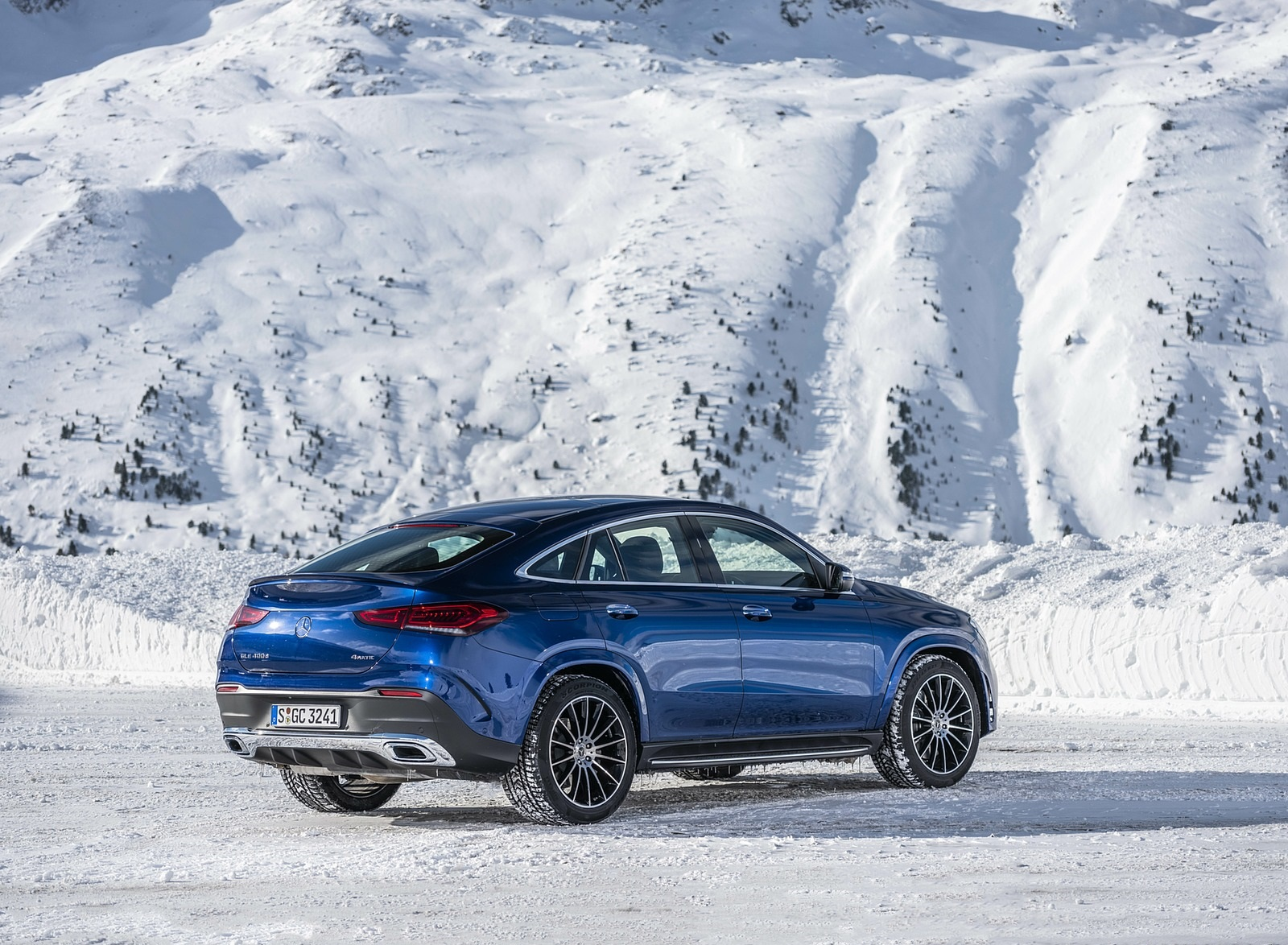 2021 Mercedes-Benz GLE Coupe 400 d 4MATIC Coupe (Color: Brilliant Blue Metallic) Rear Three-Quarter Wallpapers (6)