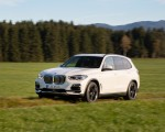 2019 BMW X5 xDrive45e iPerformance Front Three-Quarter Wallpapers 150x120 (22)